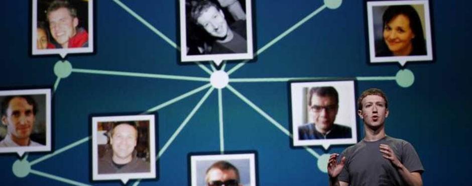 Émergences, dominations et effondrements dans les réseaux sociaux.